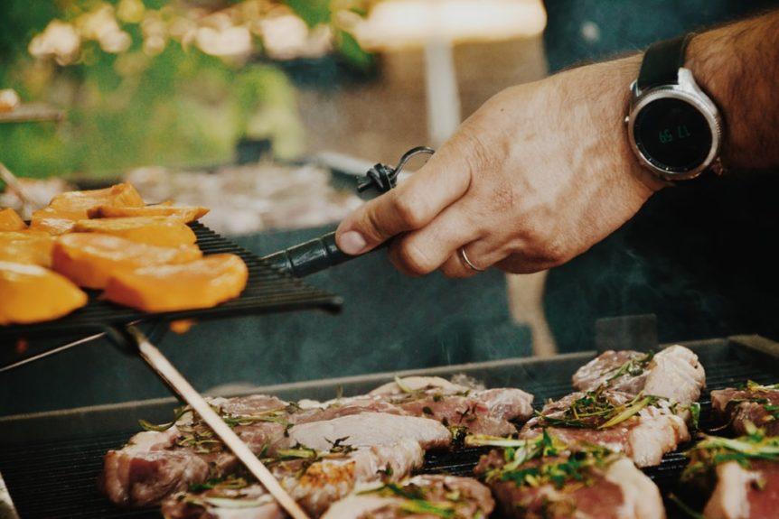 Outdoor dining area in Algarve