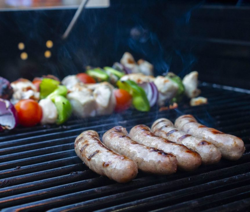 How to prepare the perfect grilled sausages with indirect heat