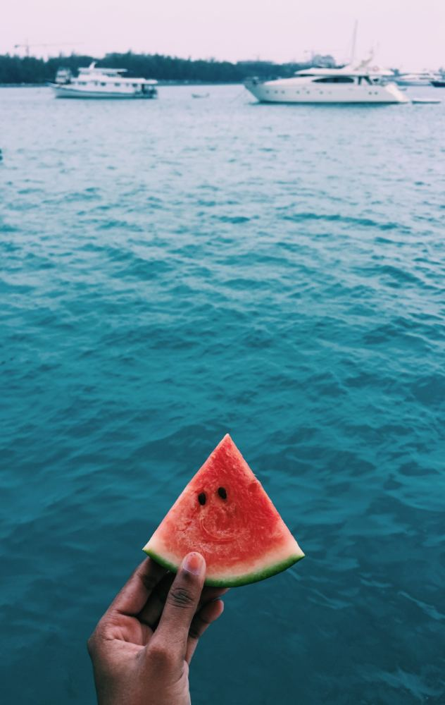 eat watermelon this summer in Algarve