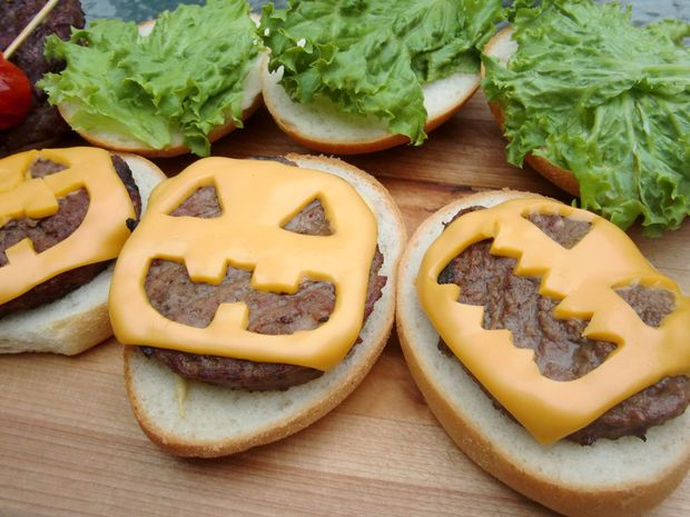 BBQ ideas for your Halloween party like this cheeseburger