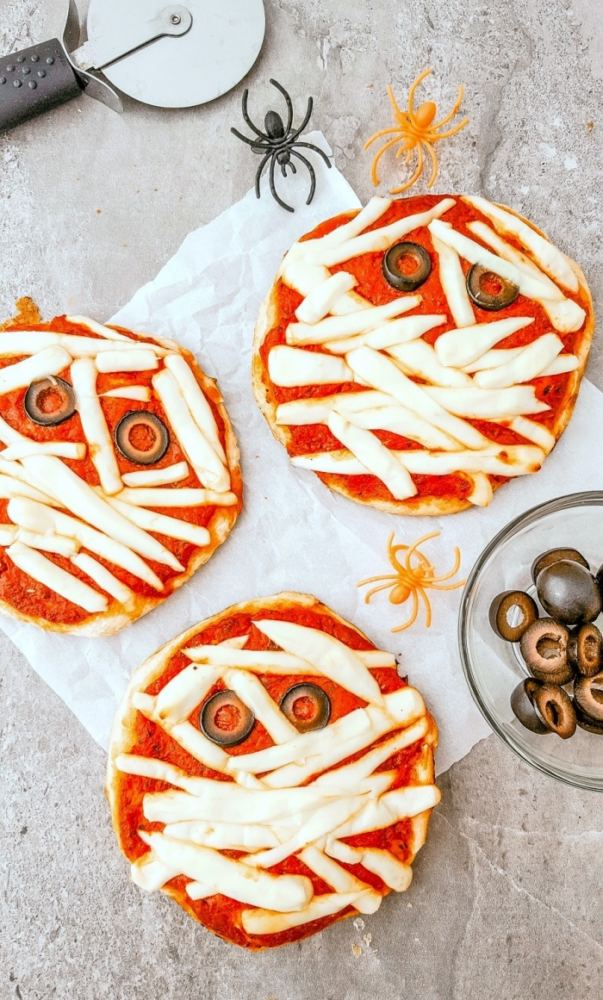 mummy pizza for your BBQ Halloween party