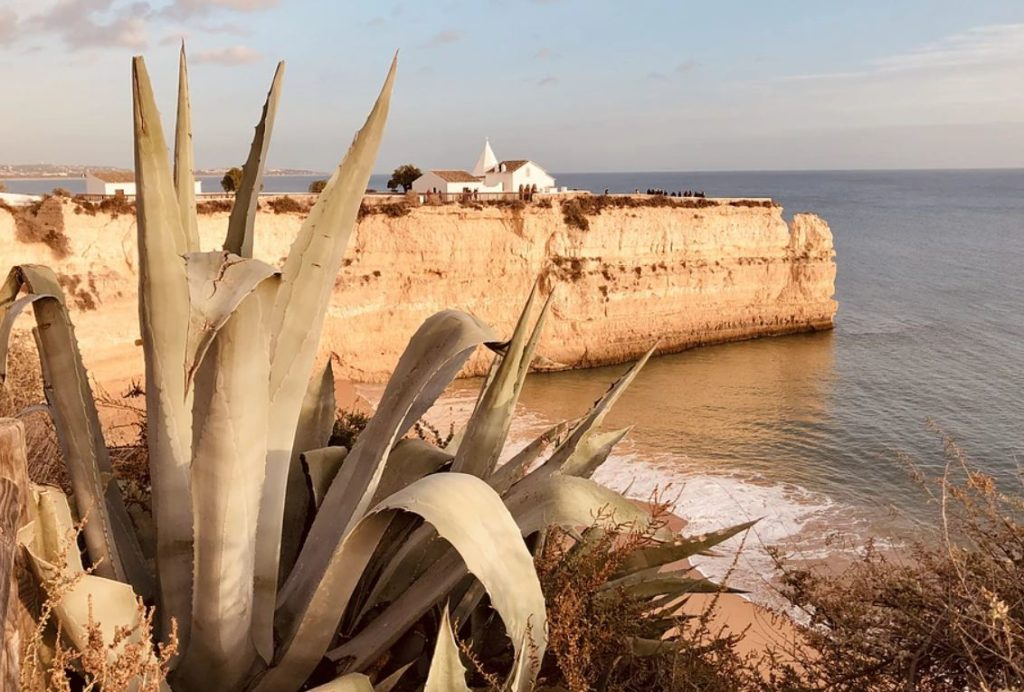 visit the algarve during fall